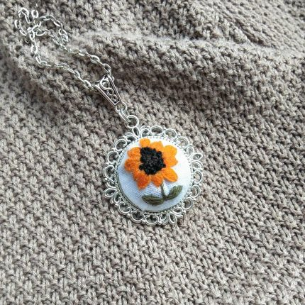 embroidered sunflower necklace هاندميد